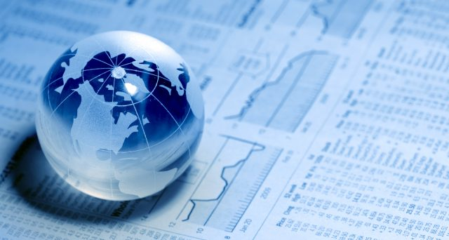 Gli assets sui mercati finanziari si riposizionano con la nuova discesa dei tassi globali. Ecco come sfruttare i loro probabili movimenti.