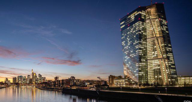 La BCE punta a un nuovo taglio dei tassi, ma all'Eurozona non servirà affatto. L'economia nell'area funziona ormai a bassi regimi e la politica monetaria è diventata fin troppo espansiva.