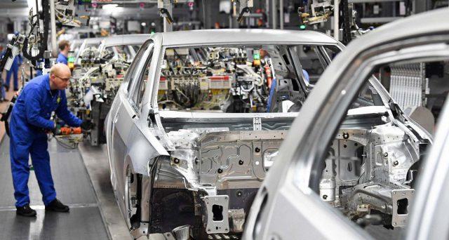 La Germania tradita dalle auto, il motore della sua potente economia. L'export per ora regge al rallentamento mondiale e di allentare le maglie fiscali non se ne parla.