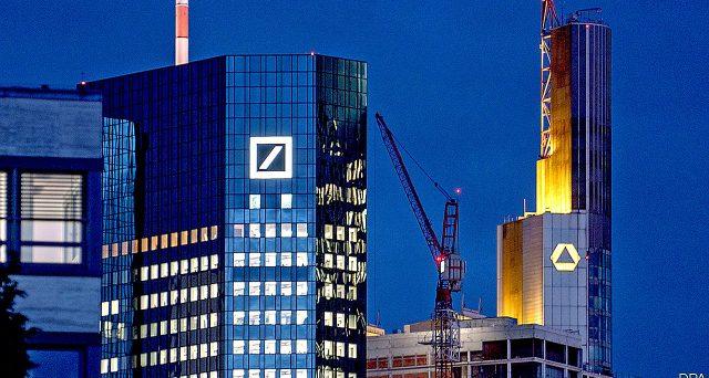Deutsche Bank taglierà un quinto dei posti di lavoro nel mondo e sosterrà costi per 7,4 miliardi. L'uscita dalla crisi per il colosso bancario tedesco ha richiesto azioni decise, anche se i rischi per il sistema Germania potrebbero rimanere.
