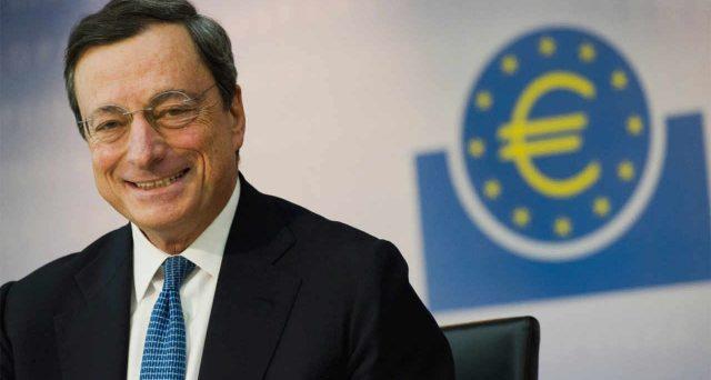Mario Draghi è pronto a nuovi stimoli monetari e a rivedere il mandato della BCE sull'inflazione, consentendo all'obiettivo di muoversi anche un po' al di sopra della soglia del 2%.