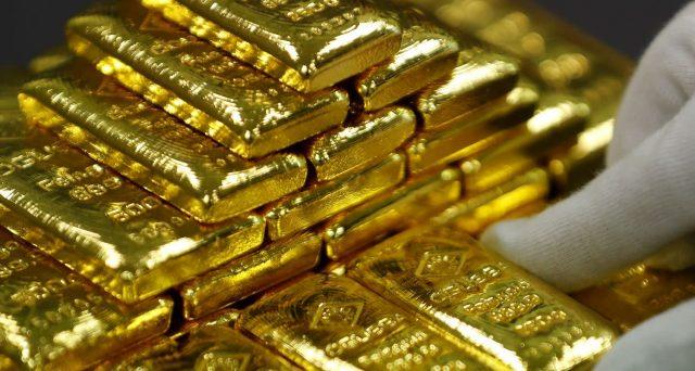 Prezzo dell'oro ai massimi dal 2013 e a trainarlo è, soprattutto, l'Asia. Diverse banche centrali stanno correndo ad acquistare metallo, costruendosi grosse riserve per eventuali situazioni di crisi. Per il dollaro, in prospettiva una cattiva notizia.