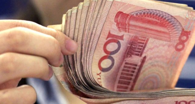 Cina giù contro il dollaro