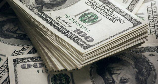 Il super dollaro non si sgonfia e Trump chiede ora un maxi-taglio dei tassi Fed