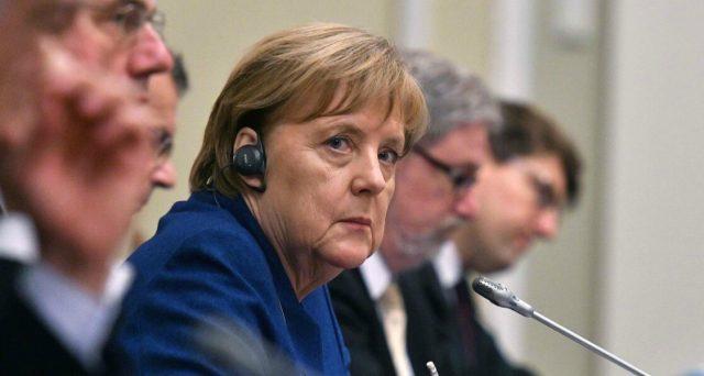 Piano da 50 miliardi per contrastare la recessione dell'economia tedesca. Così la Germania può permettersi di schivare la crisi, mentre l'Italia non dispone di questi margini di manovra. Ecco perché questa disparità.