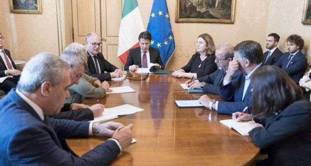 Il premier Conte ha convocato i sindacati in settimana, ma al vertice si è discusso della solita aria fritta. Il governo