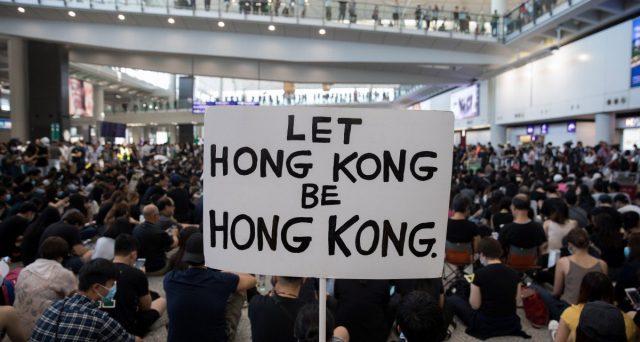 Le proteste a Hong Kong non hanno a che vedere solamente con rivendicazioni democratiche contro la Cina, ma traggono origine in grossa parte dal malessere sociale, specie tra i giovani, relativo alla bolla immobiliare.
