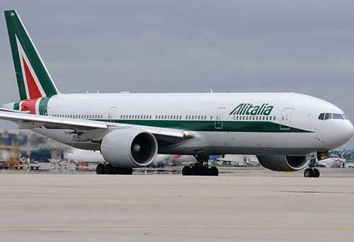 Nuovo prestito da 350 milioni per Alitalia, che continua a perdere soldi. La compagnia aerea è priva di un piano industriale credibile e il suo salvataggio pubblico sembra l'ennesimo intervento senza senso a carico dei contribuenti.
