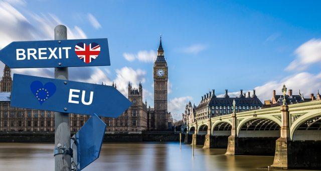 Brexit rinviata a gennaio o c'è ancora speranza per il governo Johnson di uscire dalla UE ad Halloween? E la sterlina oggi va giù di poco, vediamo cosa succede.