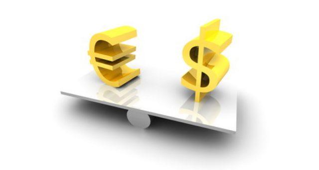 Cambio euro-dollaro ai minimi da aprile 2017 sui vari fattori di rischio che incombono sull'unione monetaria. Vediamo quali siano le prospettive a breve.