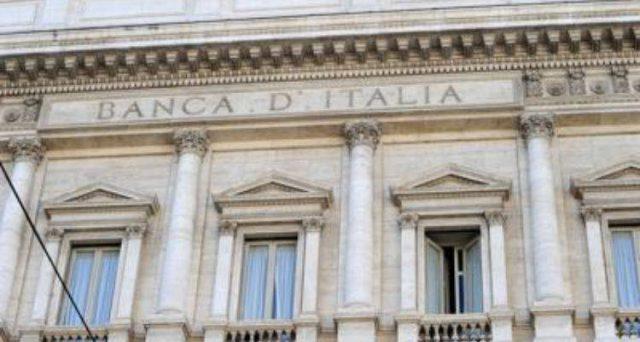 I Buoni fruttiferi postali fanno lievitare il debito pubblico italiano, avvicinandolo alla soglia dei 2.500 miliardi di euro. E con l'economia ferma, il rapporto con il pil tende sempre a salire, innescando un meccanismo rischioso per la sostenibilità fiscale.