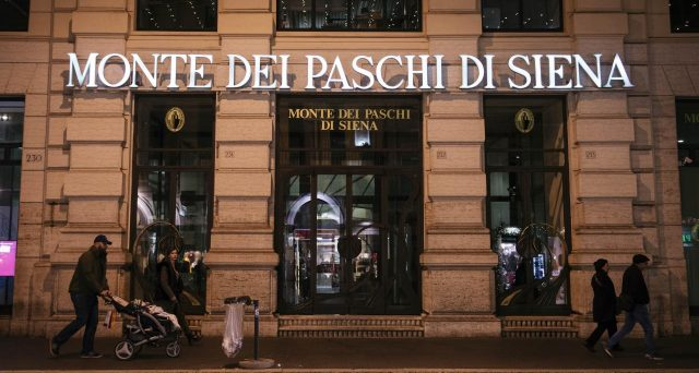 Crediti deteriorati di MPS ceduti a una società separata per 10 miliardi di euro e successivamente fusione con Amco, la controllata del Tesoro per la gestione degli NPL. Ecco come ai contribuenti italiani verrebbero accollati altri 2,5 miliardi da pagare.