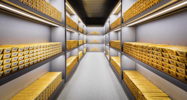 La Germania è tornata a comprare oro dopo 21 anni e anche l'Olanda segnala di voler puntare sul metallo. Cosa si nasconde dietro a queste azioni apparentemente coordinate?