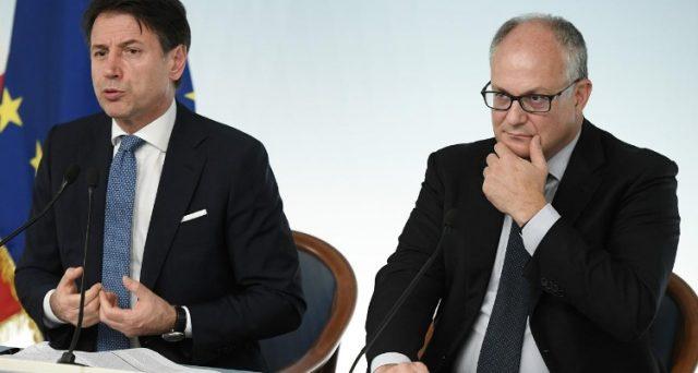 Pagamenti in contante solo fino a 2.000 euro dall'anno prossimo, mentre dal 2022 saranno possibili fino a 1.000 euro, come prima del governo Renzi. La misura non serve a lottare l'evasione fiscale, ma a preparare gli italiani alla fine del cash.