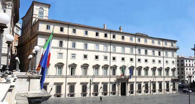 Governo Conte-bis già in crisi sulle tensioni in maggioranza tra Palazzo Chigi e Matteo Renzi. Si torna al tormentone della Seconda Repubblica, ossia di premier privi di consenso e che si scontrano con leader carismatici o comunque popolari.