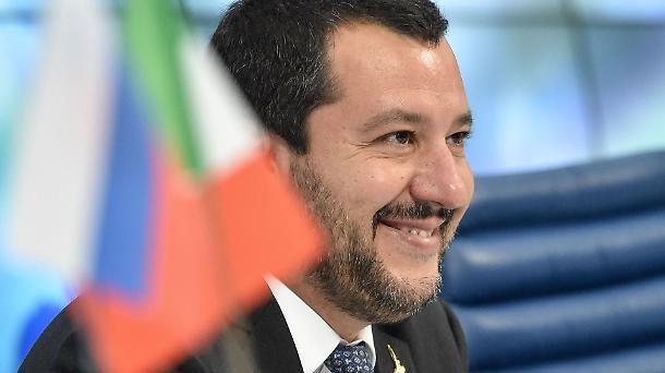 La vittoria in Umbria spinge già Matteo Salvini a prepararsi alle regionali di gennaio in Emilia-Romagna. L'obiettivo consiste nell'abbattere il governo Conte e Luigi Di Maio gli darebbe una mano. Vediamo il retroscena.