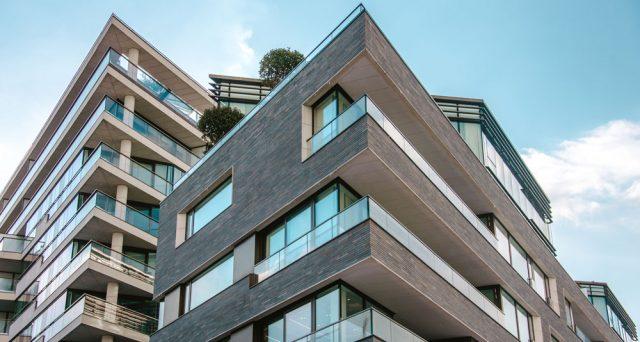 L'era dei tassi negativi sembra tutt'altro che finita e gli investimenti nel mercato immobiliare potrebbero sopperire alla mancanza di