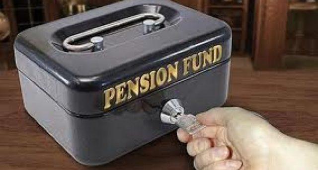 La Banca Nazionale Svizzera ha bocciato l'idea di trasferire i profitti ai fondi pensione, ma ha avvertito che potrebbe tagliare ancora i tassi. Si va verso una forma mascherata di