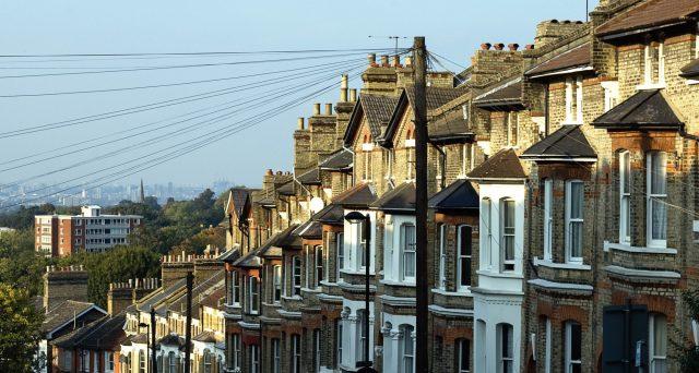 Il mercato immobiliare inglese potrebbe diventare un buon affare con la Brexit. La fine delle incertezze segnerebbe la ripartenza per i prezzi delle case, specie fuori Londra.
