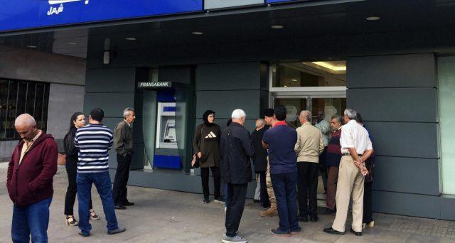 Un disastro economico e finanziario si sta materializzando in Libano e, a cascata, nella vicina Siria. Le banche di Beirut minacciano i conti dei clienti facoltosi di Damasco. Siamo alla vigilia di una nuova crisi dei profughi?
