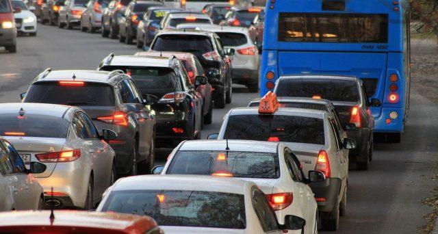 Bollino rosso in autostrada ad agosto per le partenze estive con il problema dei cantieri aperti.