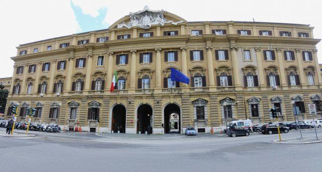 La fine del rally del BTp ha già provocato 5 miliardi e mezzo di euro di minori risparmi sul debito pubblico italiano. Pur restando bassissimi, i rendimenti sovrani stanno risalendo dai minimi di settembre.