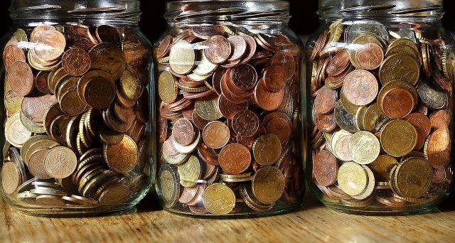 I segreti per diventare milionari del blogger Peter Adeney: attenzione al risparmio e agli investimenti ma anche alla gradualità.