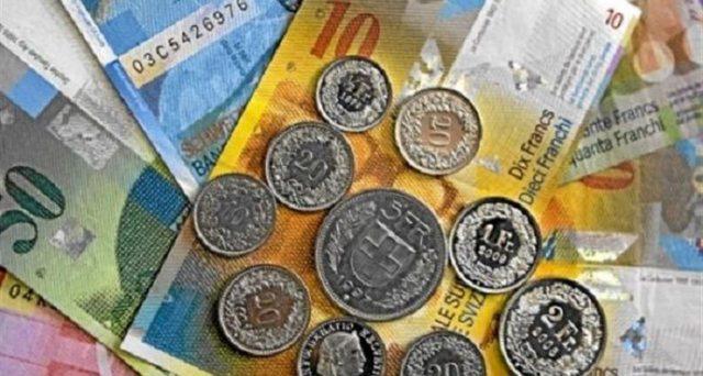 La Banca Nazionale Svizzera non può permettersi che il franco continui a rafforzarsi, sfondando al ribasso la barriera informalmente fissata dopo l'abbandono del cambio minimo. E contro l'euro, la valuta elvetica vola ai massimi da quasi 3 anni.