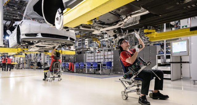 Cala la manifattura in Germania, dove l'economia resta complessivamente molto solida. La minaccia più grande alla locomotiva d'Europa sembra arrivare dal governo di Berlino.