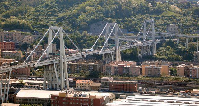 Revoca delle concessioni autostradali per Atlantia o maxi-sanzione o anche abbassamento del pedaggio sulla rete. Il governo Conte punta a punire i Benetton, ma non per la tragedia del Ponte Morandi, bensì sul mancato salvataggio di Alitalia.