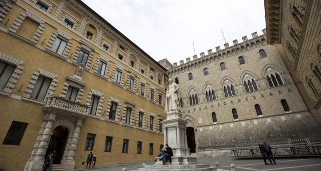 Il Tesoro escluderebbe la vendita ai fondi del pacchetto detenuto in MPS e punterebbe alla creazione di un terzo polo bancario italiano. E le azioni di Siena volano, insieme a quelle delle banche indiziate delle nozze.