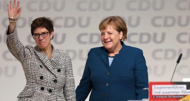 Le dimissioni di AKK, leader dei conservatori e designata dalla cancelliera quale sua successore, mandano in frantumi le certezze sul dopo Merkel in Germania. L'euro ha ucciso lo storico bipartitismo tedesco.
