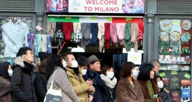 Assalto ai supermercati, scaffali e banconi svuotati, strade e piazze deserte, locali chiusi. La psicosi da Coronavirus ha preso possesso della realtà e provocherà molti danni all'economia italiana.