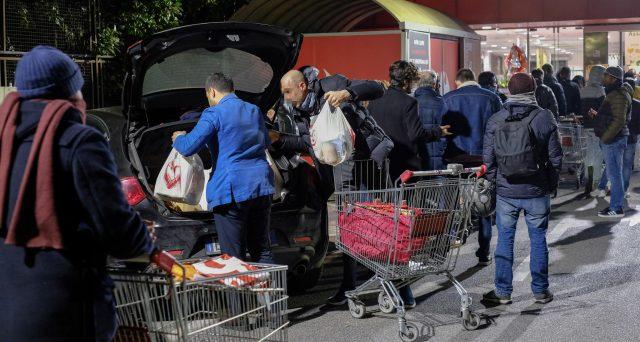 L'emergenza Coronavirus mette a nudo tutte le fragilità dell'Italia e semina rabbia tra le fasce della popolazione meno garantite. E da nord a sud si corre il rischio di un'esplosione di proteste ad aprile.