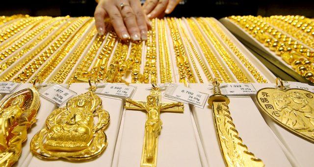 Impennata dell'oro in poche sedute, con spread tra prezzi spot e futures mai così alti, sostengono i trader. C'entra la Svizzera, oltre al Coronavirus.