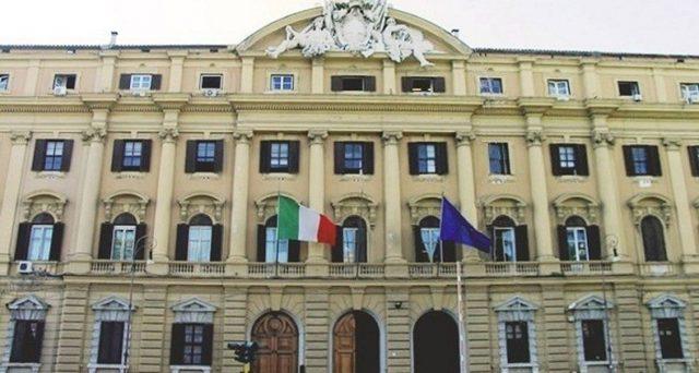 La crisi economica dell'Italia, accentuata drammaticamente dal Coronavirus, aggraverà i conti pubblici. Il governo ha già deliberato, in accordo con la Commissione, un deficit sopra il 3%. Vediamo i numeri.