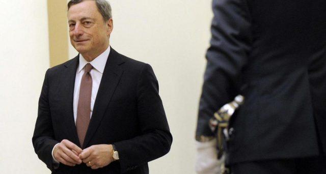 L'intervista di Mario Draghi al Financial Times rilancia le sue quotazioni a premier. L'ex governatore BCE raccogliere il consenso di gran parte della politica italiana per affrontare la grave crisi economica esplosa con l'emergenza Coronavirus.