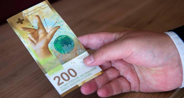 Banca Nazionale Svizzera in campo con interventi record per difendere la parità di 1,05 contro l'euro. Informalmente perseguito sin dal 2015, anche questo cambio minimo rischia di saltare.