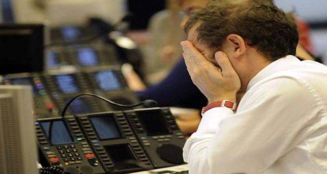 Nemmeno le nuove misure varate dalla BCE contengono i crolli delle borse europee, che contagiano Wall Street. Quotazioni decimate a Piazza Affari, mentre lo spread schizza ai massimi da agosto. La situazione è diventata molto grave.