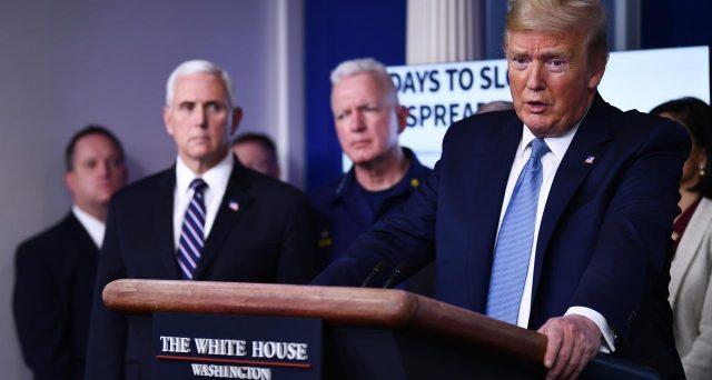 Anche Trump lotta contro il Coronavirus e lo fa imbracciando il bazooka. Si va verso la spedizione di assegni da 1.000 dollari per ogni americano, parte di un piano anti-crisi da 1.200 miliardi.