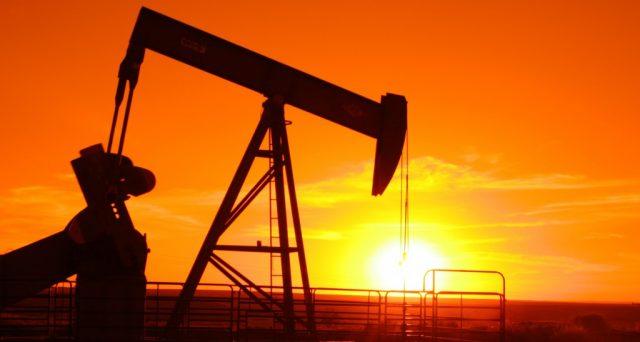 L'offerta di petrolio per i prossimi due mesi sarà tagliata del 10% dei livelli mondiali, ma al mercato sembra una soluzione insufficiente e le quotazioni tornano a scendere. Vediamo perché.