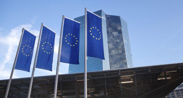 Euro seriamente a rischio tra meno di un mese e il pericolo arriverà dalla Germania, dove una sentenza potrebbe far esplodere lo scontro tra Nord e Sud Europa.