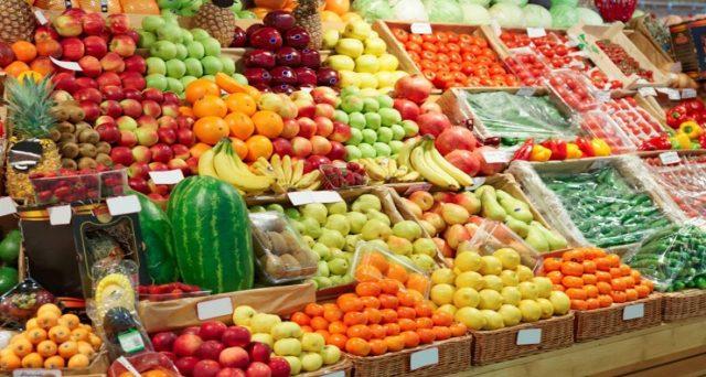 Inflazione quasi azzerata a marzo in Italia, eppure rincarano i prezzi di frutta e verdura. Cerchiamo di capire perché e se c'è il rischio di una tendenza ancora più marcata nei mesi prossimi.