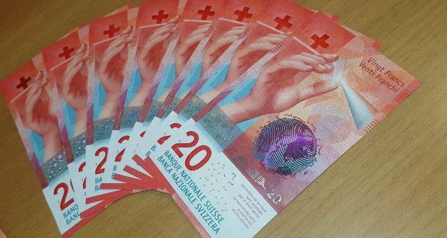 Forte pressione sulla valuta elvetica, che si è rafforzata nelle ultime settimane contro l'euro ai massimi da 5 anni. Da qualche seduta, la tensione sembra un po' stemperata. Vediamo cosa succede.