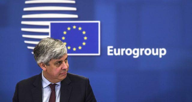 La pressione sull'Italia per accedere al MES cresce, in vista dell'Eurogruppo di domani. Dopo la sentenza tedesca, i governi dell'area temono sia rimasta l'unica soluzione per evitare tensioni finanziarie.