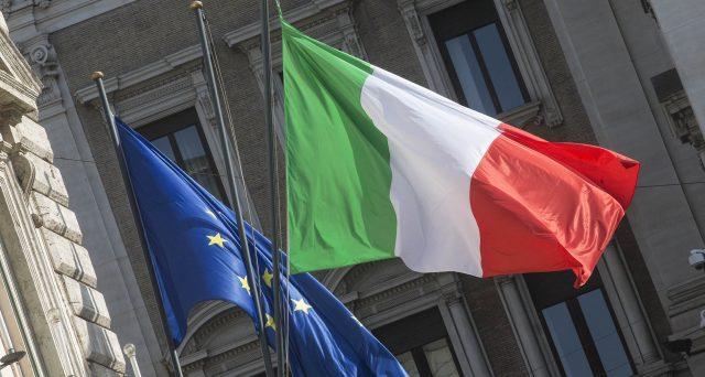 La BCE è ormai primo creditore dell'Italia e deterrà sempre più nostri titoli di stato nei mesi prossimi. Con il rafforzamento del PEPP si va verso un sostegno fiscale diretto ai governi dell'Eurozona.