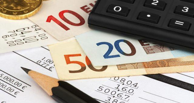 Il vero costo dei soldi lasciati fermi in banca è superiore a quello che crediamo. E sugli importi minori può risultare eccessivo.