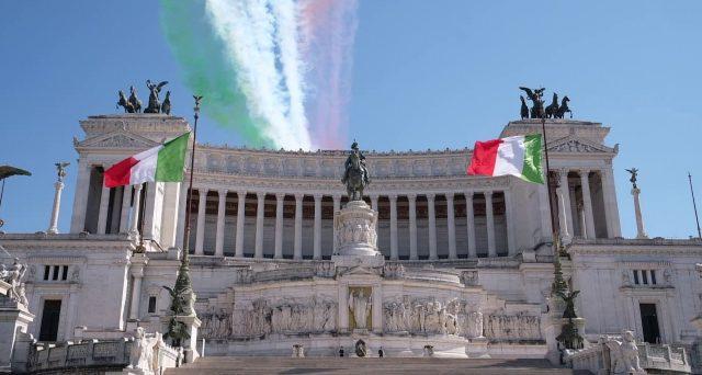 La Costituzione italiana risulta tradita nelle sue fondamenta e i governi da molti anni stanno ridicolizzando il suo primo articolo, sminuendo il lavoro e preferendogli l'assistenzialismo come stile di vita.