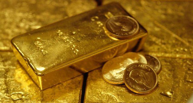 Il prezzo dell'oro giace intorno ai 1.700 dollari per oncia, mentre quello del petrolio si porta sopra i 40 dollari. Cerchiamo di capire se i due movimenti siano correlati.