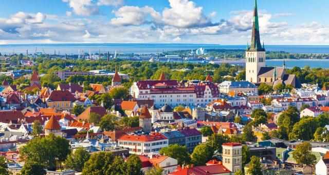 Anche l'Estonia propone il Digital Nomad Visa, un visto che permette ai turisti di lavorare un anno in smart working  e rilanciare l'economia.